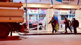 Başkan Soylu köpüklü su ile cadde yıkadı